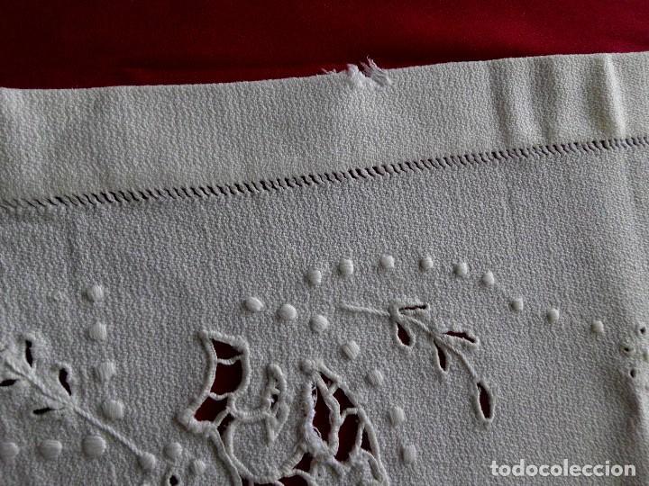 Antigüedades: Antiguo tapete en piqué y bordado Richelieu - Foto 5 - 96999479