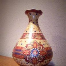 Antigüedades: ANTIGUO JARRÓN CHINO CON BONITA DECORACIÓN Y COLORES ARMONIOSOS. Lote 97001727