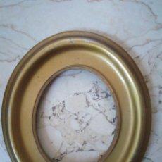 Antigüedades: MARCO DE MADERA DORADO. 15.5 X 18 CM.. MEDIDAS INTERIORES : 10.5 X 8.5 CM.. Lote 97074407