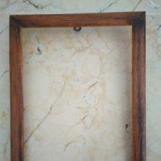 Antigüedades: MARCO DE MADERA. 24 X 17.5 CM. MEDIDAS INTERIORES : 21.5 X 15 CM. Lote 97116211