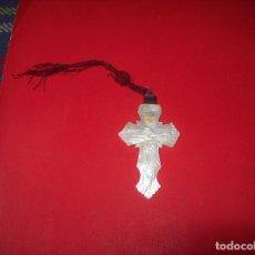 Antigüedades: MARAVILLOSA CRUZ TALLADA EN NÁCAR. VER FOTOS.. Lote 97117199