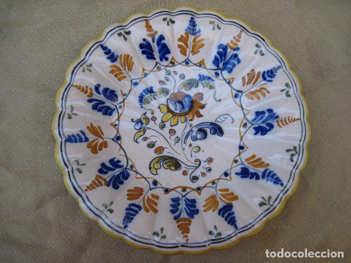 Antigüedades: PLATO DE CASTAÑUELAS EN CERAMICA PINTADA Y VIDRIADA DE TALAVERA / TOLEDO. - Foto 3 - 97133667