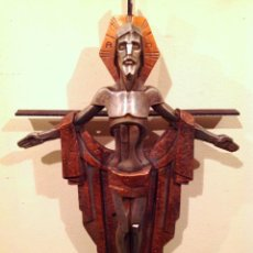 Antigüedades: CRUCIFIJO CRISTO DE ESTUCO CUBISTA SIN FIRMA IMPRESIONANTE. Lote 98672730