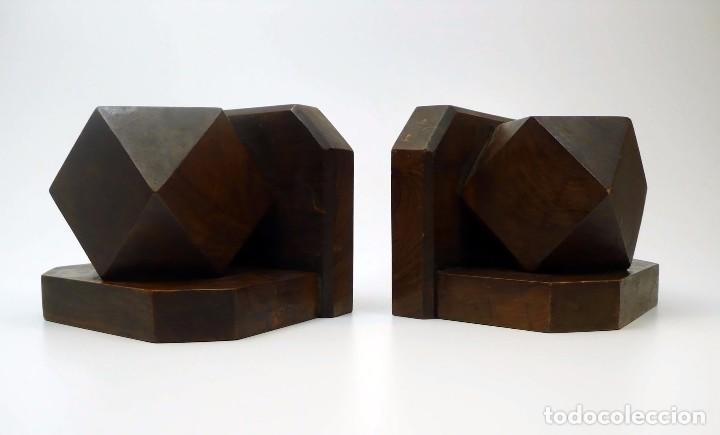 Antigüedades: Pareja de reposa libros en madera de nogal maciza- Art Decó primera mitad S.XX - Foto 2 - 97150979