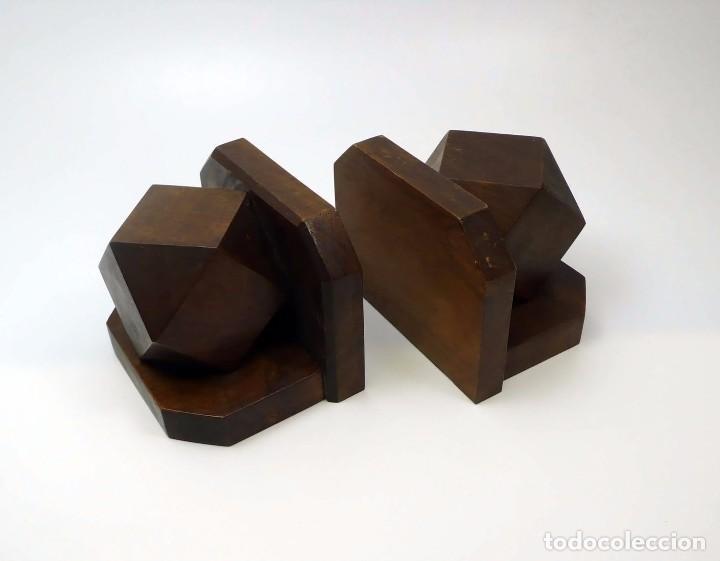 Antigüedades: Pareja de reposa libros en madera de nogal maciza- Art Decó primera mitad S.XX - Foto 3 - 97150979