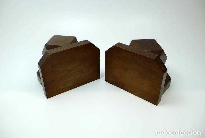 Antigüedades: Pareja de reposa libros en madera de nogal maciza- Art Decó primera mitad S.XX - Foto 4 - 97150979