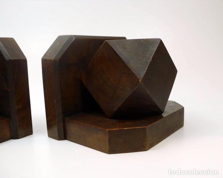 Antigüedades: Pareja de reposa libros en madera de nogal maciza- Art Decó primera mitad S.XX - Foto 5 - 97150979