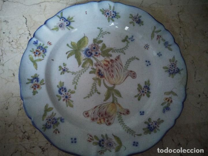 ORIGINAL PLATO DE CERÁMICA DE MANISES. 34.5 CM DE DIÁMETRO. (Antigüedades - Porcelanas y Cerámicas - Manises)