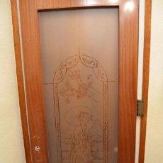 Antigüedades: GRAN PUERTA CRISTAL CON MOTIVOS JAPONESES AL ACIDO Y MARCO MADERA. Lote 97168759