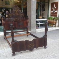 Antigüedades: CAMA DE MATRIMONIO. MADERA DE CAOBA CON INCRUSTACIONES. ESTILO ISABELINO. ESPAÑA. SIGLO XIX.. Lote 97199791