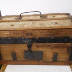 Antigüedades: PEQUEÑO BAÚL DE VIAJE EN MADERA. Lote 97201311