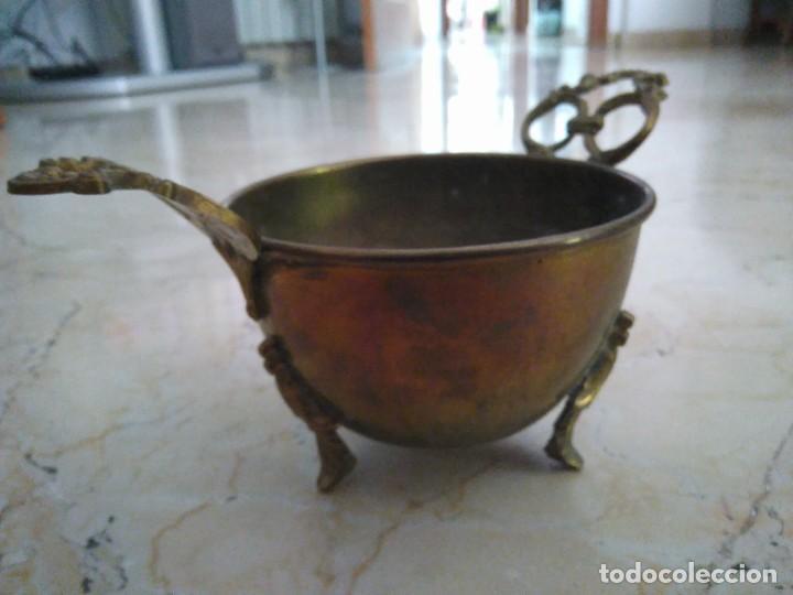 Antigüedades: ANTIGUO MACETERO DE LATÓN. 13 CM DE DIÁMETRO. 9 CM DE ALTURA. - Foto 2 - 97209559