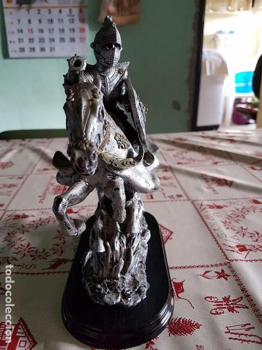Antigüedades: Figura de resina caballero a caballo con su armadura - Foto 3 - 97212391