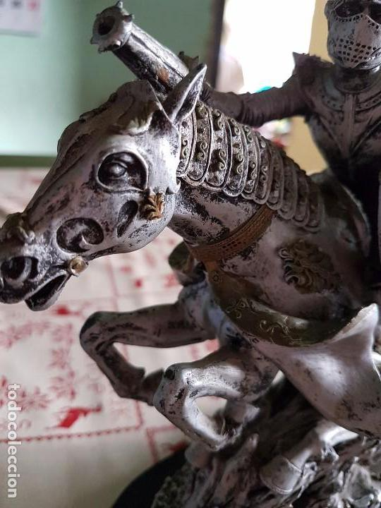 Antigüedades: Figura de resina caballero a caballo con su armadura - Foto 7 - 97212391