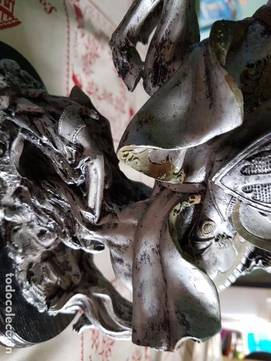 Antigüedades: Figura de resina caballero a caballo con su armadura - Foto 8 - 97212391