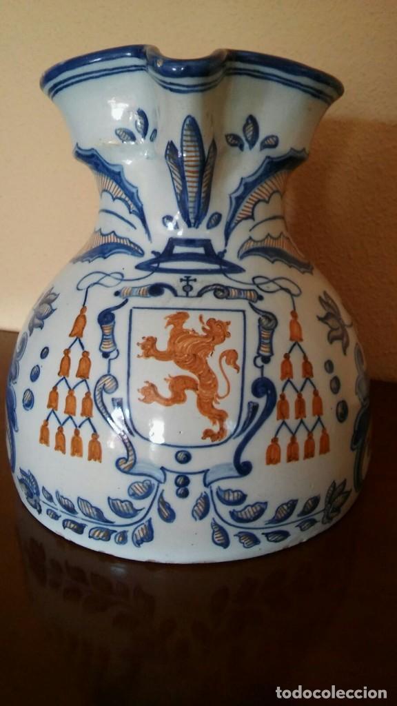 JARRA DE TALAVERA, CON SOMBRERO CARDENALICIO Y SELLO EN LA BASE SIGLO XIX (Antigüedades - Porcelanas y Cerámicas - Talavera)
