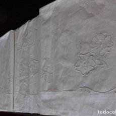 Antigüedades: ANTIGUA Y BONITA SABANA BORDADA CON INICIALES SIN ESTRENAR.. Lote 97243619