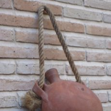 Antigüedades: CANTIMPLORA GRANDE O BOTIJO CARRETERO EN CERAMICA POPULAR - ETNOGRAFIA.. Lote 97333355
