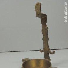Antigüedades: ANTIGUO VELERO PORTAVELAS HIERRO FUNDIDO RARO. Lote 97335363