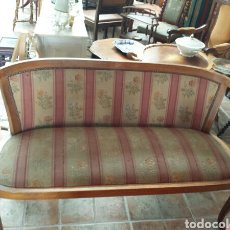Antigüedades: SOFA O SILLON ANTIGUO DE NOGAL. Lote 97337590