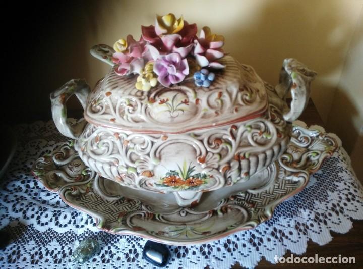 BANDEJA Y SOPERA DE CAPODIMONTI, GRAN TAMAÑO (Antigüedades - Porcelanas y Cerámicas - Otras)