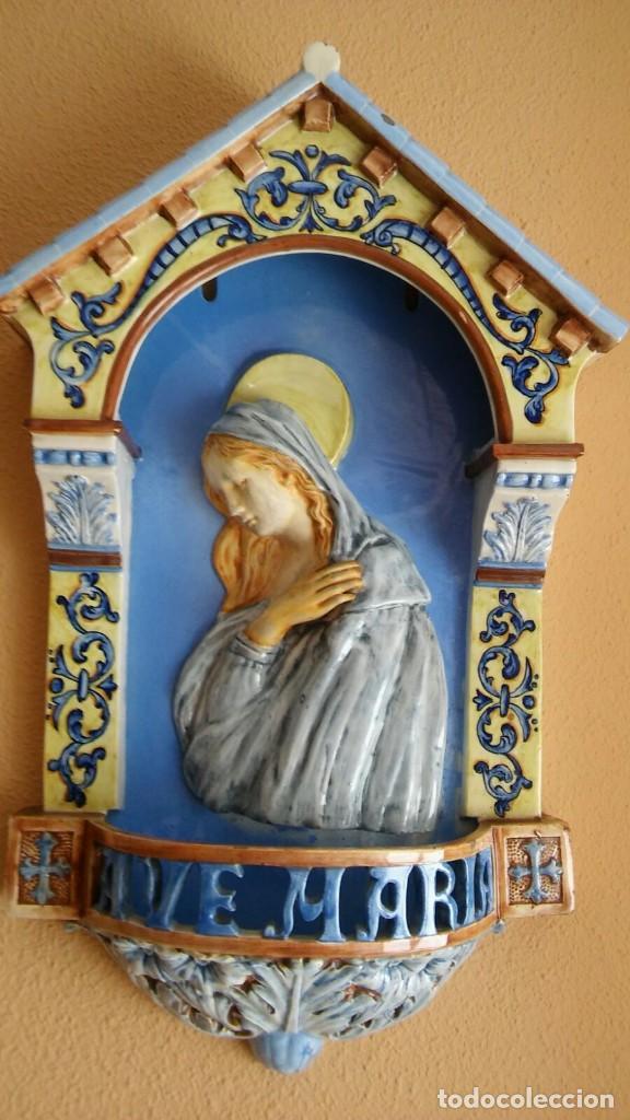 PILA DE MANISES CON EL AVE MARIA Y LA VIRGEN, SIGLO XIX (Antigüedades - Porcelanas y Cerámicas - Manises)