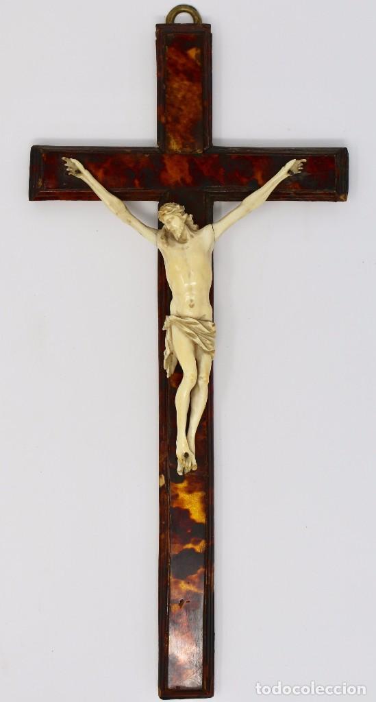 CRUCIFIJO CON CRISTO DE MARFIL Y CRUZ DE CAREY - SIGLO XVIII - CRUZ 33 X 15 CM - CRISTO 13 X 12 CM (Antigüedades - Religiosas - Crucifijos Antiguos)