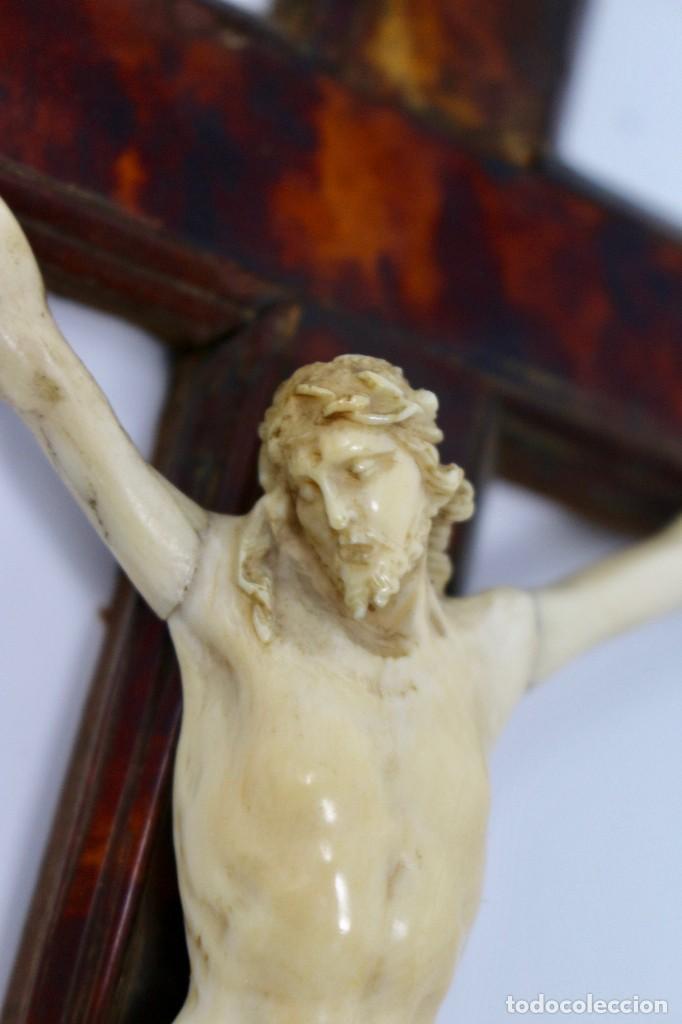 Antigüedades: CRUCIFIJO CON CRISTO DE MARFIL Y CRUZ DE CAREY - SIGLO XVIII - CRUZ 33 x 15 cm - CRISTO 13 X 12 cm - Foto 2 - 97362583