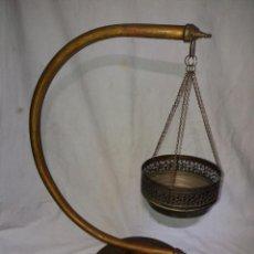 Antigüedades: COLGADOR DE PLANTAS EN LATON.. Lote 97364587