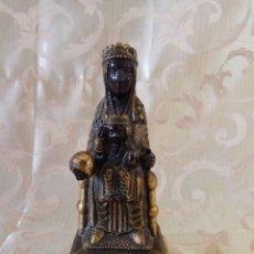 Antigüedades: BONITA IMAGEN DE NUESTRA SEÑORA DE MONTSERRAT EN BRONCE Y MÁRMOL PULIDO, CARAS NEGRAS. Lote 97365815