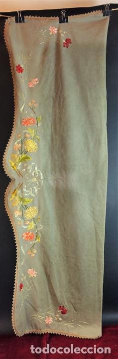 Antigüedades: CORTINA. BAMBALINA. TEJIDO DE LANA CON BORDADOS A MANO EN ALGODÓN. ESPAÑA. CIRCA 1850 - Foto 5 - 97378411