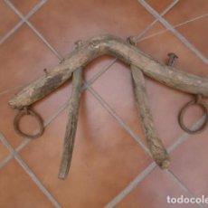 Antiquités: APERO YUGO CANGA CAMELLA MADERA PARA MULOS MULAS . Lote 97401843