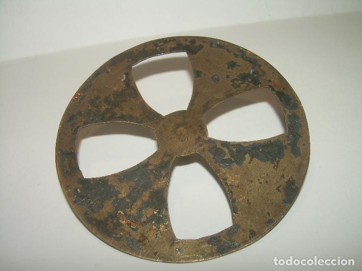 Antigüedades: ANTIGUA CORONA DE LATON CINCELADA....SIGLO XIX. - Foto 3 - 97403135