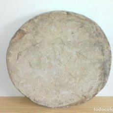 Antigüedades: ANTIGUO LADRILLO DE BARRO CIRCULAR FABRICADO A MANO PARA HACER PILARES.IDEAL TAPADERA DE TINAJA.. Lote 111043336
