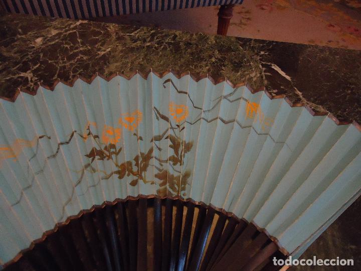 Antigüedades: Abanico pericón ppios siglo XX. País papel pintado a mano. Varillas Madera. Guardas Marfil - Foto 4 - 97410371