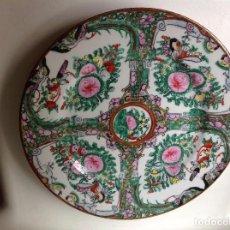 Antigüedades: PLATO ANTIGUO DE HISTORIA CHINA PINTADO A MANO, CON FILO DE ORO SELLADO EN LA PARTE TRASERA. Lote 97410483