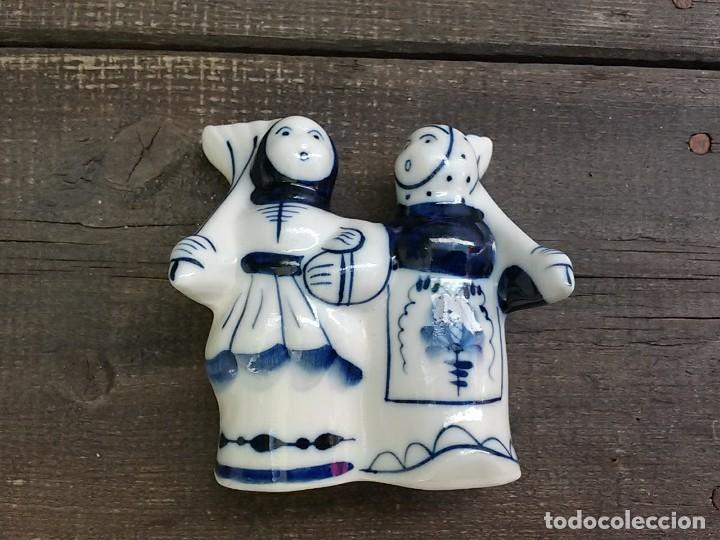 CAMPESINOS PORCELANA RUSA GZHEL (Antigüedades - Porcelanas y Cerámicas - Otras)
