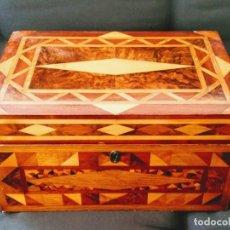 Antigüedades: CAJA CON MARQUETERÍA DE VARIAS MADERAS, SIGLO XIX.. Lote 97449243