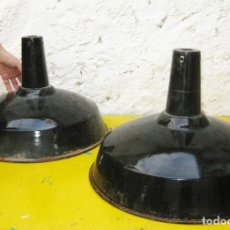Antigüedades: LOTAZO!!!! 4 ENORMES LAMPARAS ANTIGUAS 41CM! INDUSTRIALES HIERRO PORCELANICO TIPO EGSA O BAUHAUS. Lote 97470683