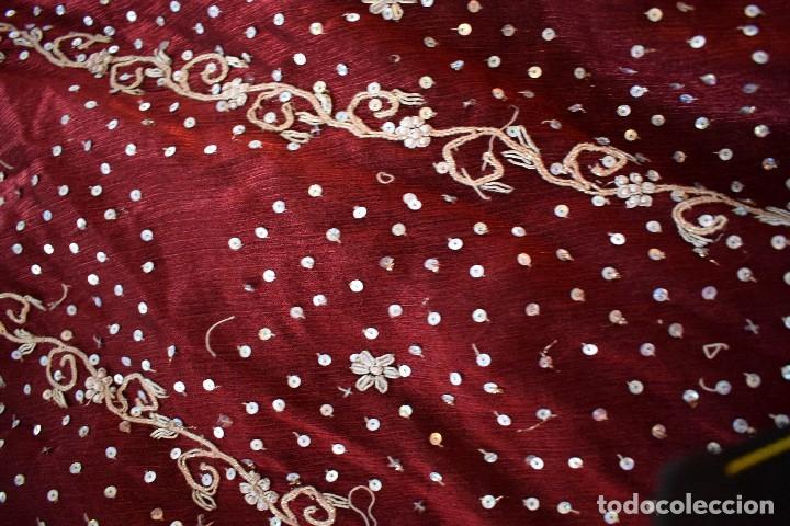 Antigüedades: Impresionante falda para imagen virgen o regional bordada en pedreria o saya 4,40 cm de vuelo x 110 - Foto 5 - 97478203