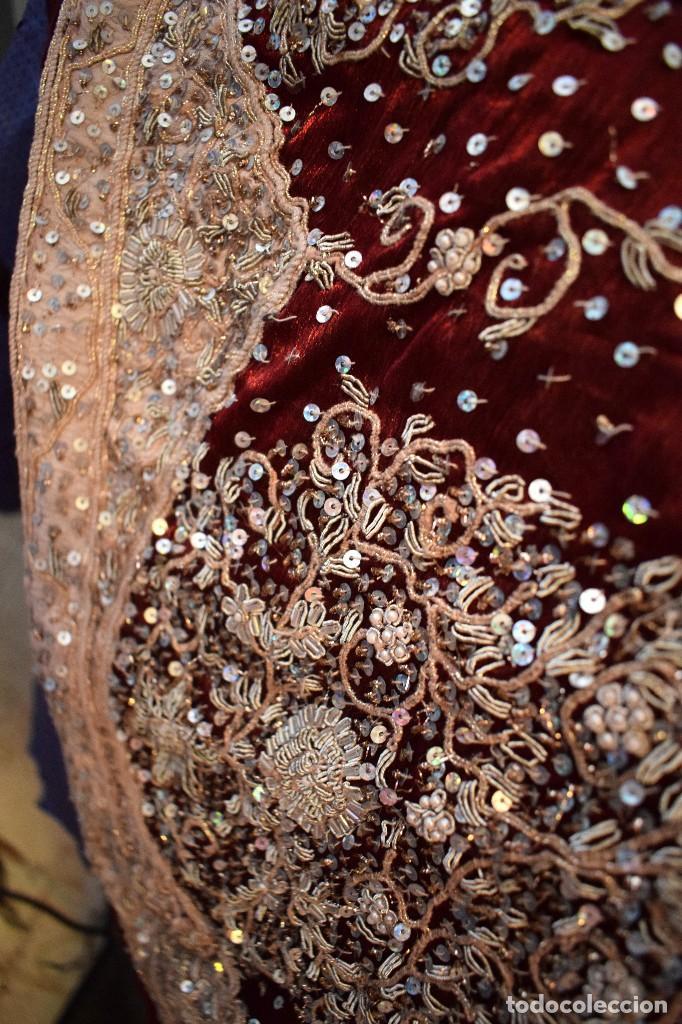 Antigüedades: Impresionante falda para imagen virgen o regional bordada en pedreria o saya 4,40 cm de vuelo x 110 - Foto 8 - 97478203