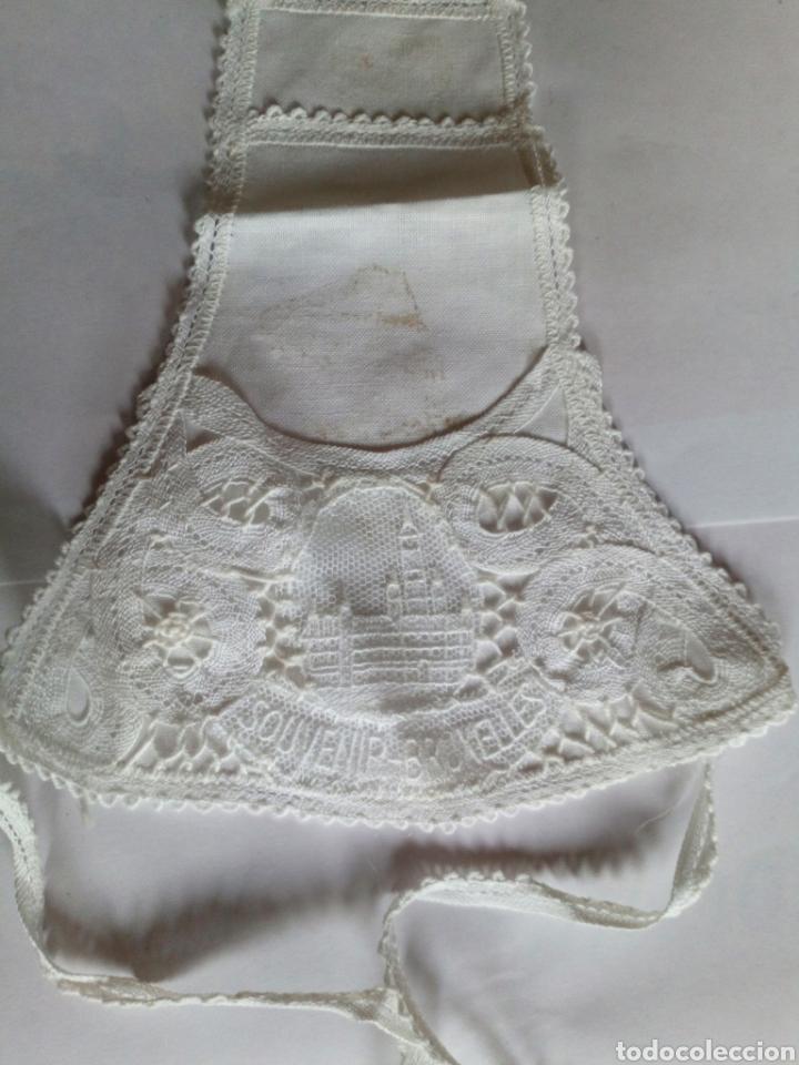 Antigüedades: HERMOSO CUBRE BOTELLAS DE ENCAJE DE BRUSELAS. HECHO A MANO. BRUXELLES. VINTAGE - Foto 2 - 97502139