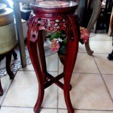Antigüedades: ESPECTACULAR PEDESTAL CHINO EN MADERA TALLADA DE PALISANDRO Y MARMOL - 77 CM. Lote 114315614