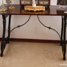 Antigüedades: MESA / BUFET MALLORQUINA DEL SIGLO XVIII CON PATAS DE LIRA. Lote 97604975