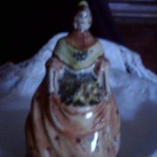 Antigüedades: FIGURA DE CERAMICA, FALLERA VALENCIANA. FIRMADA POR EL CERAMISTA V. MAESTRE. Lote 97649527