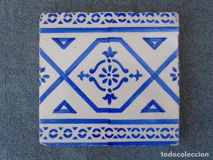 ANTIGUO AZULEJO. AZUL Y BLANCO. SELLO: FABRICA DE SAN PIO V (Antigüedades - Porcelanas y Cerámicas - Azulejos)