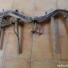 Antigüedades: YUGO, YUNTA, UBIO O ORCATE DE MADERA Y FORJA. Lote 97700843