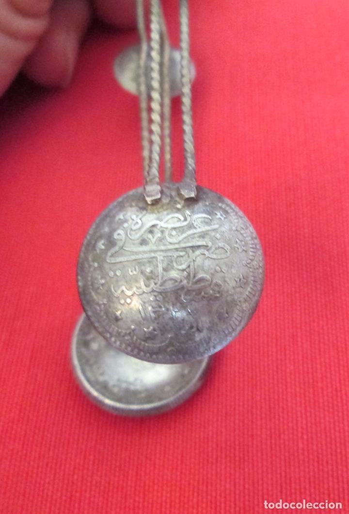 Antigüedades: Antigua pinza para servir azúcar. Filigrana de plata turca y monedas antiguas - Foto 3 - 97722967