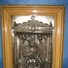 Antigüedades: ANTIGUA LAMINA ESTAMPADA EN METAL DE VIRGEN. FIRMADA MORERA.MARCO 42,5X57 CM Y VIRGEN 29,5X 43,5 C. Lote 97740719