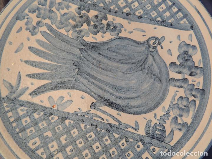 Antigüedades: PLATO DE CERAMICA DE ZARAGOZA CON ADORNO DE PALOMA - Foto 2 - 97753004